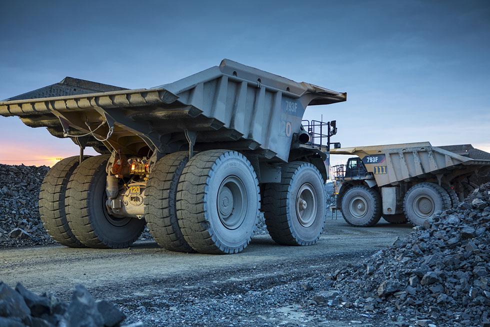 osisko-mining-trucks-at-canadian-malartic