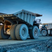 Camions de production CAT 793F à la mine Canadian Malartic